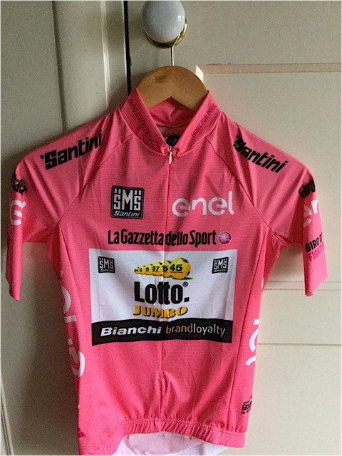 Lotto Jumbo stelt roze shirt ter beschikking